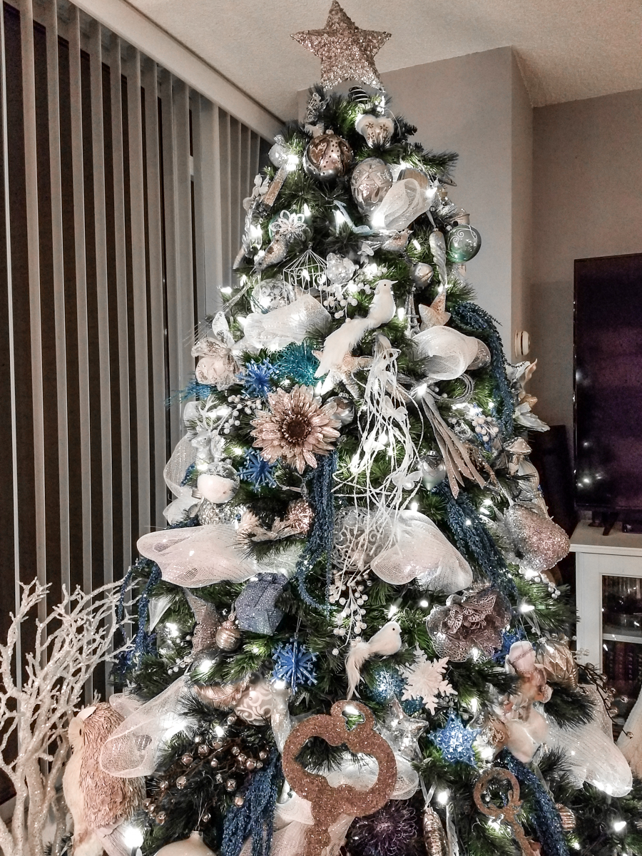 How Do I Decorate My Christmas Tree